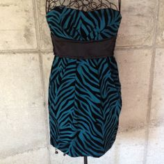 """FLASH SALE Teezme strapless short formal dress Dress is a teal green with black velvet like detail. Back zipper and tie. Length from the top front to hem is  27"""". Hem width is  38"""". Across bust approx. 14"""". Has boning in side seams. Slightly padded bust.  Has side pockets. Gently worn. Teezeme Dresses Strapless"""