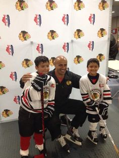 After a morning session of power skating, campers met Jamal Mayers for autographs and photos!