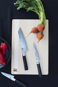 Shun Dual Core knives feature two premium quality stainless steels that go all the way to the edge of the thin, light blade. This is the ultimate kitchen knife experience, and these are indispensable tools for any chef.