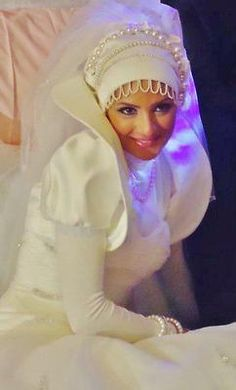 Playing with beads #hijabiBride #muslimah #wedding