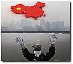Un #documentaire sur le #smog en #Chine relance la lutte contre la #pollution  Un #journalisme dont l'engagement suscite le respect des #censeurs dimanche 8 mars 2015- par Rebel Kazimir  Il a été à la fois félicité et censuré par les autorités du pays, le documentaire d'investigation sur la pollution en Chine qui a pour titre « SOUS LE DÔME » a suscité un engouement inégalé tant dans le pays de la grande muraille qu'au niveau mondial. Comparé au livre de Rachel Carson, Printemps silencieux