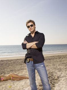 Matt Passmore as Jim Longworth in The Glades. A badge and a gun, who could ask for more?