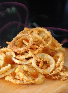 Homemade Fried Onion Rings ~ This is almost exactly how our family has made them for years, (minus the cayenne pepper)  Part of the secret to them being really awesome is to make sure you slice the onions very thin. I have soaked them in regular milk in a pinch and they were still great.  I'll have to try these tips! Homemade Onion Rings, Onion Rings Recipe, Homemade Bbq, Onion Strings, Vegetable Side Dishes, Vegetable Recipes, Onion Recipes, Hors D Oeuvre, Fried Onions
