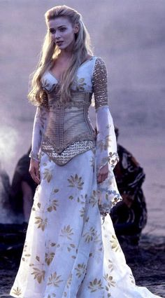 Imagen de blonde, dress, and medieval