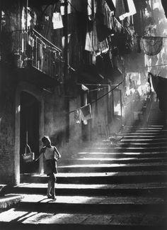 Napoli, 1953 by Piergiorgio Branzi....Great lighting!
