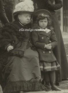 Queen Victoria (1819-1901) with her great-granddaughter Princess Elisabeth of Hesse (1895-1903) in 1899