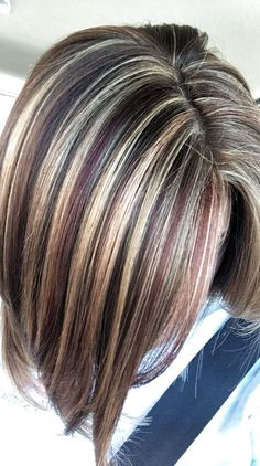 Brown Hair With Blonde Highlights, Brown Ombre Hair, Hair Color Highlights, Hair Color Balayage, Brown Hair Colors, Brown Hair Shades, Chunky Highlights, Medium Hair Styles, Short Hair Styles