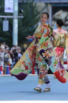 【画像 7/52】日本橋が着物ショーの舞台に「日本橋ランウェイ」新作50着を披露 | Fashionsnap.com