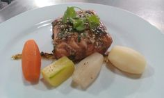 Salmon al vacío.  Verduras torneadas