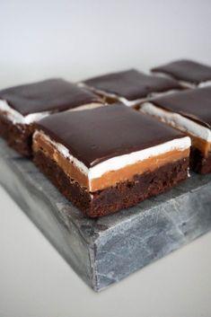 Bakery Recipes, Cookie Recipes, Dessert Recipes, Yummy Treats, Sweet Treats, Yummy Food, Dessert Bars, Tray Bakes, Sweet Recipes