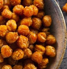 I Finally Figured Out How to Make the Crispiest, Crunchiest Chickpeas—And They're Seriously Good on Everything Crispy chick peas Chickpea Snacks, Chickpea Recipes, Vegan Snacks, Healthy Snacks, Vegetarian Recipes, Healthy Eating, Healthy Recipes, Garbanzo Bean Recipes, Chickpea Omelette