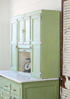 Hoosier Cabinet Makeover with Lucketts Green Milk Paint Green Painted Furniture, Furniture Wax, Diy Furniture Projects, Distressed Furniture, Repurposed Furniture, Furniture Makeover, Primitive Furniture, Modern Furniture, Furniture Design