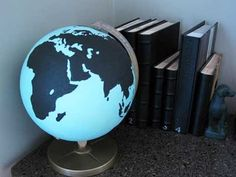 DIY Chalkboard Paint Projects for Home Learning Spaces Globe Crafts, Map Crafts, Old Globe, Globe Art, Home Learning, Learning Spaces, Chalkboard Paint Projects, Chalkboard Drawings, Chalkboard Lettering