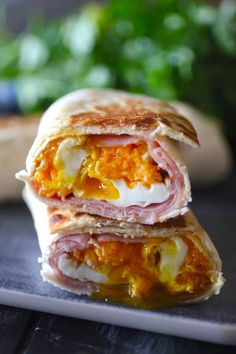 These Ham, Egg, and Cheese Freezer Pockets are the most delicious make-ahead warm and filling breakfast that can be taken with you on the go! Ingredients: 4 Tortillas of choice (I prefer whole grai… Egg Recipes, Brunch Recipes, Breakfast Recipes, Cooking Recipes, Breakfast Ideas, Breakfast Dishes, School Breakfast, Breakfast Club, Perfect Breakfast