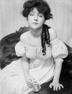 A strikingly beautiful portrait of Evelyn Nesbit by Gertrude Käsebier, 1902.