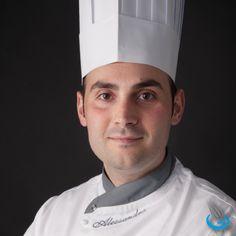 Oggi salutiamo il nostro #chef Alessandro #Marigliano, è dalle sue mani che nasce tutto! #sweet #pasticciere #dolce #sweetie #instafood #foodie #foodgasm #fooporn #choco #instachoco #cake #cakedesign Read more here: http://www.dolciariamarigliano.it/azienda/lo-chef/