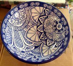 Serving bowl painted by Tessa at Damariscotta Pottery Pottery Painting, Ceramic Painting, Ceramic Art, Talavera Pottery, Ceramic Pottery, Turkey Bowl, China Clay, Clay Texture, Islamic Art Pattern