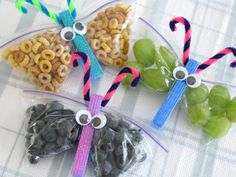 Make crafty Butterfly Snack Packs to save on packaged kids food - Squawkfox, very cute and looks pretty easy:) Can't wait to try for Madison's leader day at Pre-K:). Class Snacks, Classroom Snacks, Preschool Snacks, Cute Snacks, Lunch Snacks, Snack Bags, Lunches, Lunch Menu, Butterfly Snacks