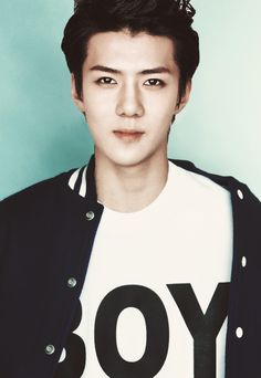Oooh mama please bring back Sehun's brown hair! It's better than blond..