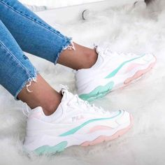 FILA : white baby tosca and baby pink means PERFECT White Fila Sneakers Outfit Baby Fila means perfect Pink tosca White Sneakers Mode, Cute Sneakers, Sneakers Fashion, Shoes Sneakers, Sneakers Workout, Allbirds Shoes, Sneakers Adidas, Kids Sneakers, Basket Fila
