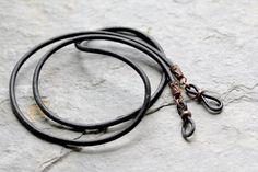 Portaojos de cuero trenzado rústico cadena de gafas para   Etsy Braided Leather, Leather Cord, Leather Men, Black Leather, Eyeglass Holder, Chains For Men, Antique Copper, Fathers Day Gifts, Eyeglasses