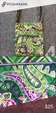 Vera Bradley Chelsea Green Crossbody Great condition, adjustable strap and pockets! Vera Bradley Bags Crossbody Bags
