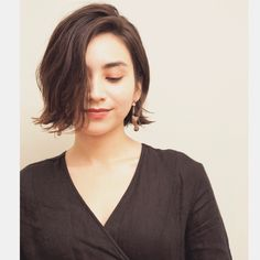 35 Short Straight Hairstyles Trending Right Now in 2019 - Style My Hairs Short Straight Hair, Short Hair Styles Easy, Girl Short Hair, Short Hair Cuts, Middle Hair, Hair Arrange, Hair Images, Smooth Hair, Short Bob Hairstyles