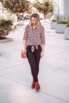 Trendy and chic way to wear a plaid button down this fall.   Knotted button down (red plaid button down) with black high waisted skinny jeans, cognac booties and a cognac crossbody bag makes for a casual chic fall outfit (trendy fall outfit, simple fall outfit).