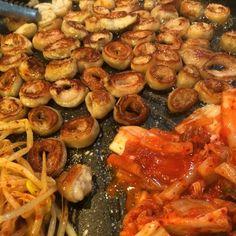 셀프바가 흔해지고, 심지어 찍어 먹는 소스가 여덟 가지가 넘는 식당도 생겨나고 있다. 바야흐로 스스로 선택해야 하는 셀프-서비스 시대가 도래한…