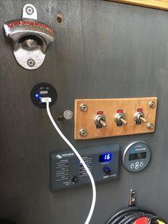 Usb stopcontactjes gemonteerd.  Zeer handig voor de telefoon.  10€ bij Bol.com