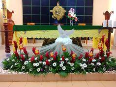 Creative Flower Arrangements, Church Flower Arrangements, Floral Arrangements, Merry Christmas Message, Christmas Messages, Altar Flowers, Church Flowers, Church Altar Decorations, Table Decorations