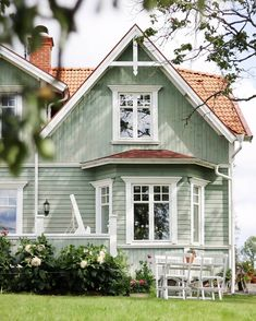 Craftsman Exterior, Modern Farmhouse Exterior, House Paint Exterior, Exterior House Colors, Up House, House Roof, Facade House, Small Cottage Homes, House Goals