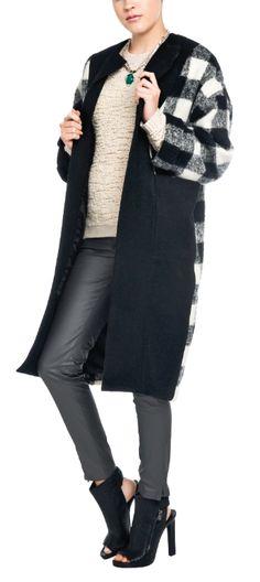 ¿Cena con las amigas? Elige tu abrigo con unos pantalones skinny y botines de tacón alto para hacer un look trendy.