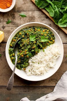 Healthy and incredibly flavorful chickpea and spinach curry.It's light, nutritious and packed with fiber and protein! #plantbased #indianfood #vegan #spinach #lentil