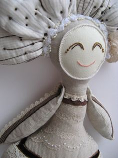 Florindas is a serie of unique handmade rag dolls. Each one has a trace and an identity, and all of them with much love to give and histories to tell.