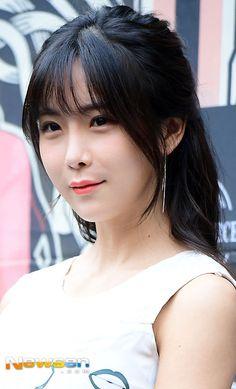 Hyun Young, Girl Bands, Asian Beauty, Angels, Rainbow, Yellow, Rain Bow, Rainbows, Angel