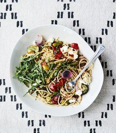 Maailman paras arkipasta | Kasvis, Pastat ja risotot | Soppa365 Japchae, Risotto, Chili, Spaghetti, Food And Drink, Tasty, Vegan, Cooking, Tableware