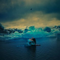 frozen in time - Photography by Brooke Shaden Photography Portfolio, Creative Photography, Time Photography, Shayari Photo, What Image, Frozen In Time, Surrealism Photography, Photo Composition, Art And Architecture