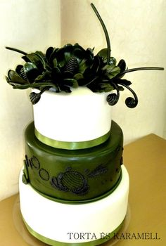 deep green and cream colored wedding cake.