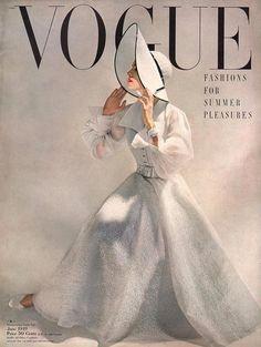 Fashion art magazine vintage vogue covers new Ideas Vogue Magazine Covers, Fashion Magazine Cover, Fashion Cover, 1940s Fashion, Vogue Fashion, Fashion Art, Vintage Fashion, Fashion Beauty, Vogue Vintage