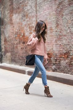 Inspiring Winter Outfits For Women Ideas With Sweater To Try Soon - Smart, cozy, and chic sweaters are a must have in the wardrobe. The best thing about a sweater is that it flatters all body types be it a plus size bo. Pink Sweater Outfit, Sweater Dresses, Fall Winter Outfits, Autumn Winter Fashion, Leopard Print Boots, Love Fashion, Womens Fashion, Fashion Site, Pink Fashion