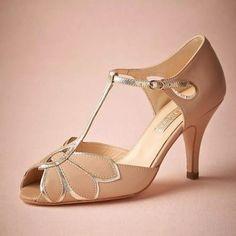 a6c7c7f4b77a15 2018 echte Vintage Erröten Hochzeit Schuhe Für Frauen Pumpt T-Riemen  Schnalle Verschluss Leder Party