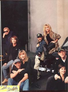 American Graffiti cast and coupe reunion, photographed by Annie Leibovitz January 2000 for Vanity Fair's April 2000 issue. Cindy Williams, American Graffiti, Old Movie Stars, Ford Classic Cars, Film Inspiration, Performance Cars, American Muscle Cars, Classic Films, Old Movies