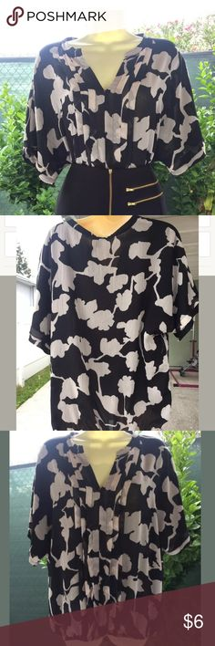 Dana Buchman Black & White Blouse Size Large Dana Buchman Black & White Blouse Size Large. Excellent, preloved condition. Comes from a smoke free/ pet free home! Dana Buchman Tops Blouses