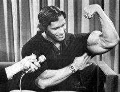 Arnold Schwarzenegger relentlessly chased his dreams to make them a reality. Here are 40 powerful and inspiring Arnold quotes to inspire you to do the same. Arnold Bodybuilding, Arnold Schwarzenegger Bodybuilding, Bodybuilding Memes, Bodybuilding Motivation, Gym Memes, Gym Humor, Workout Humor, Gym Workouts, Crossfit