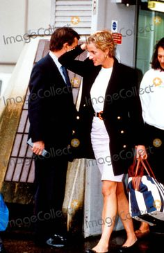 4 or 5 Jan 1993 Princess Diana Returns From Nevis. Photo: Dave Parker-alpha-Globe Photos Inc 1993 Heathrow Airport Photo:dave Parker-alpha-Globe Photos Inc 1993 Princesa Diana, Princess Diana Pictures, Lady Diana Spencer, Duchess Of Cornwall, Great Women, Royal Fashion, Style Fashion, Princess Of Wales, Queen Of Hearts