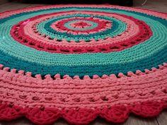 שטיח סרוג בחוטי טריקו - צבעוניות נהדרת https://www.facebook.com/photo.php?fbid=701866033241771