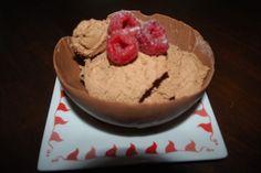 Sjokolademousse i sjokoladeskål. Klassisk kremkake.Ta kontakt på post@bellakaker.no for mer informasjon.