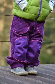 Als ich den Schnitt das erste Mal im Netz schwirren sah, war mir klar, so eine Hose braucht meine Tochter auch und zwar aus Cord! Den pas...
