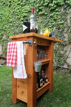 DIY Space-Saving Outdoor Bar — Merry Mag | Apartment Therapy